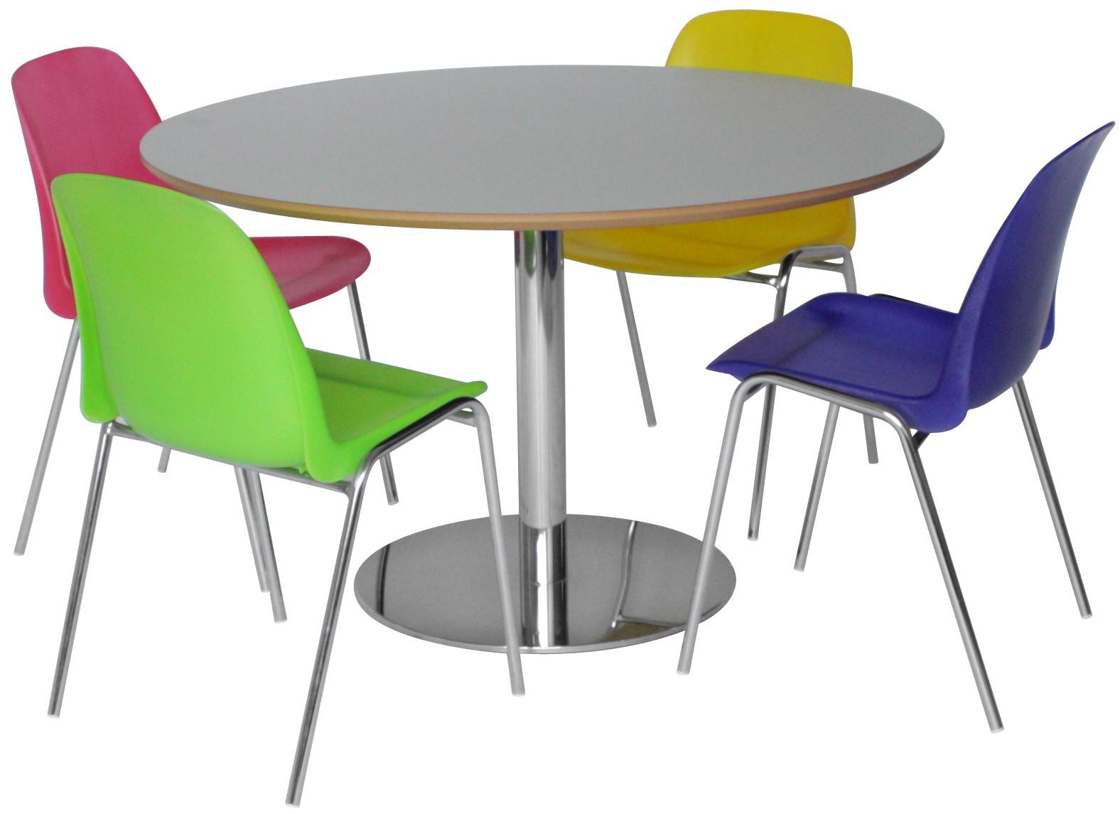 Inox søjlestel med flad fod er brugt på dette bord sammen med Selena stole