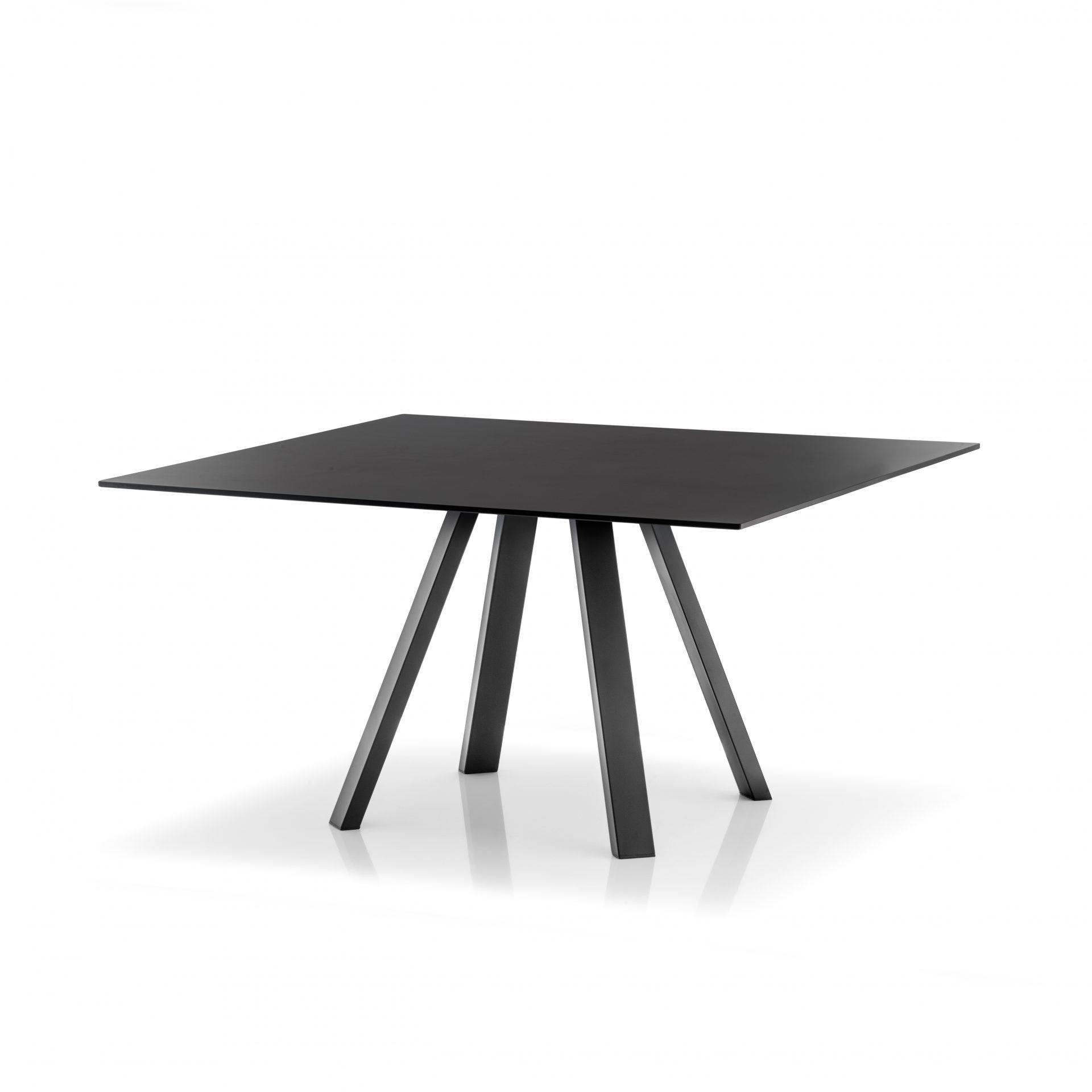 Arki borde findes i forskellige størrelser - alle med kompakt laminat plade