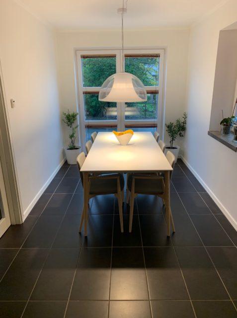 Miljø foto bord stole og lamper