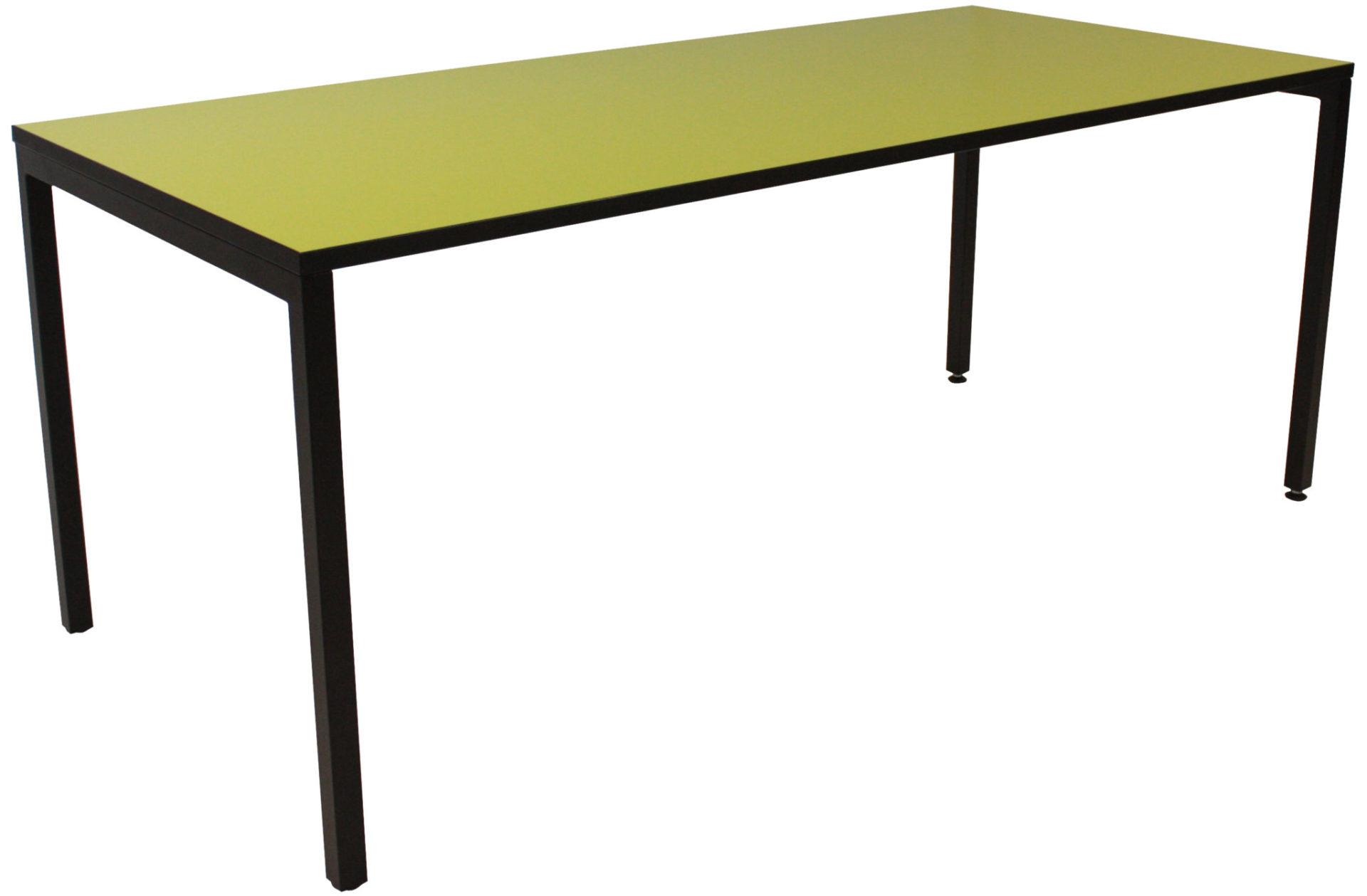 IF Square bord med sort stel - se vores regngøringsvejledning