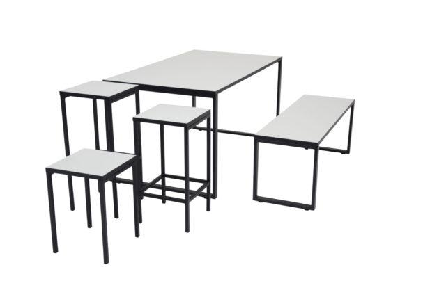 O bord og taburetter
