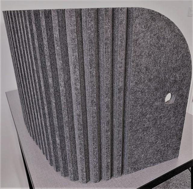 Bordskærm i grå filt